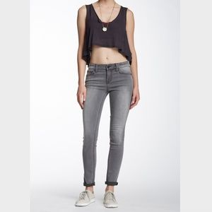 Level 99 Liza Mid Rise Skinny in Washed Black